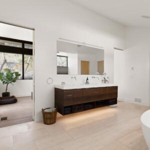 044 Master Bath 550 Iris St MLS
